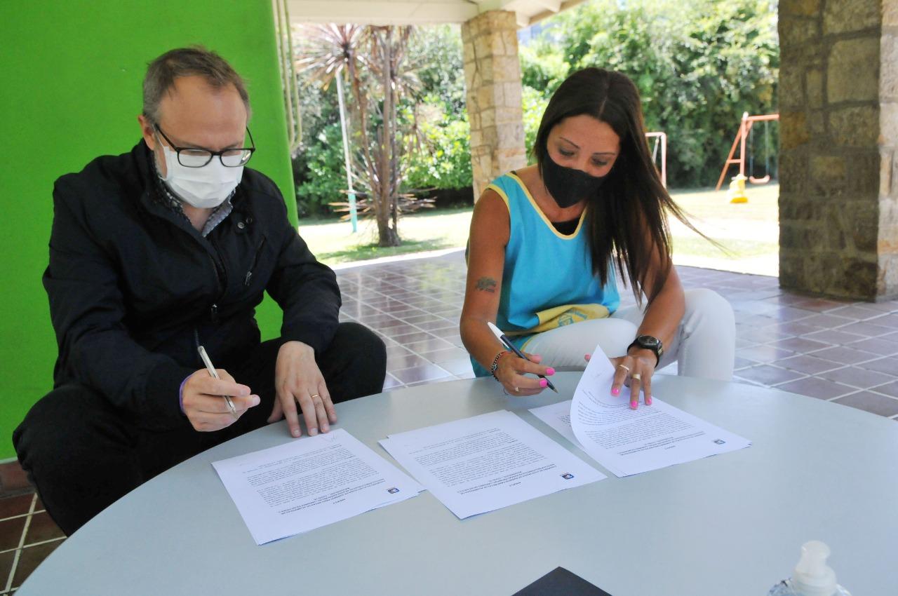 valenzuela anuncia apoyo a escuelas